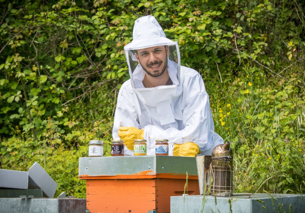 Mystery and poetry in the beekeeper's craft. Interview with Luca Bianchi