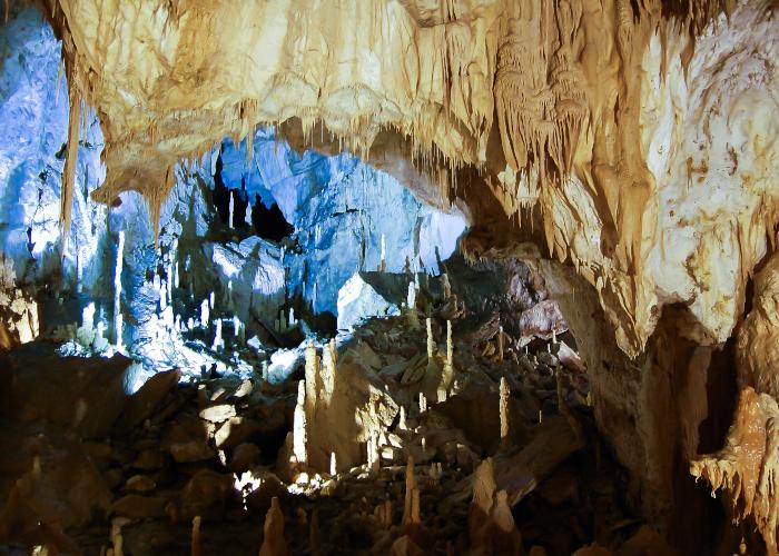 Genga e le Grotte di Frasassi