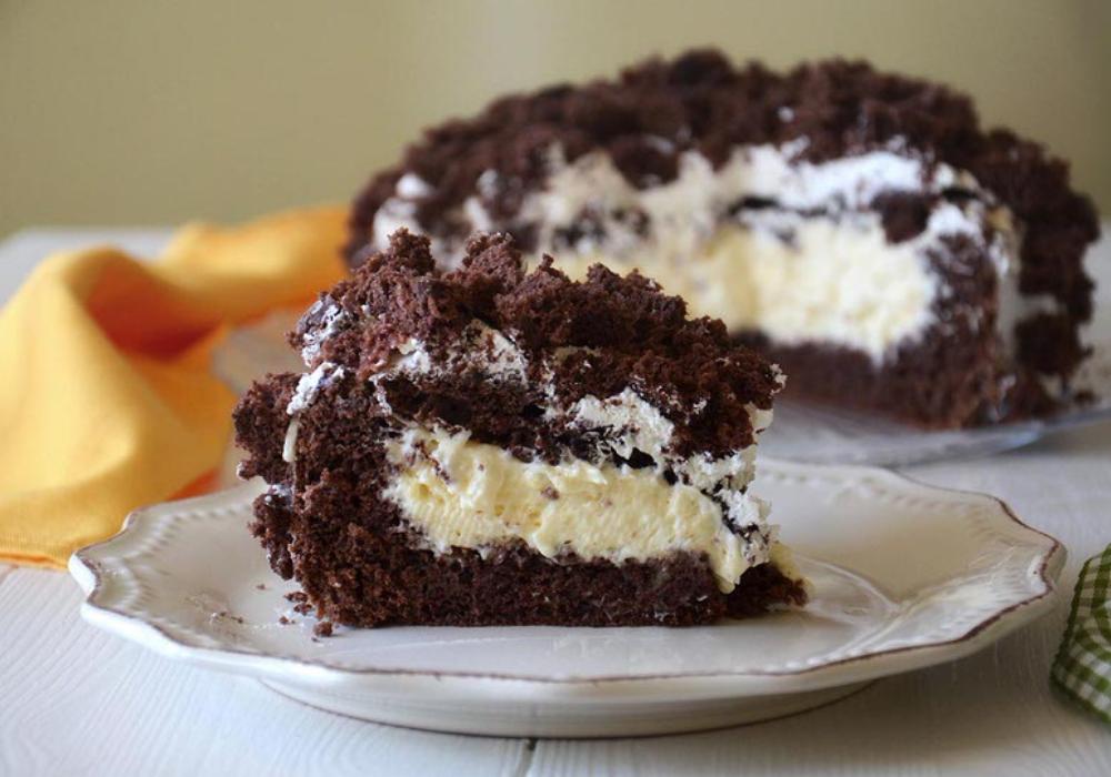 La torta Mimosa al cioccolato aromatizzata alla vaniglia